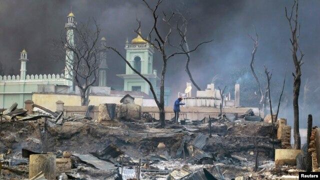 A mosque burns in Meikhtila, Burma on March 21, 2013.