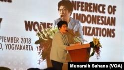 Presiden International Council of Women 2015-2018 asal Korea Selatan,Kim Jung Sook, menyampaikan pandangannya pada pertemuan di Yogyakarta, Kamis, 13 September 2018. (Foto:Munarsih Sahana.VOA).