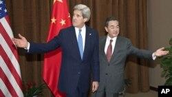 克里与王毅在东盟会晤