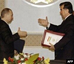 1990-yillarda ikki davlat harbiy hamkorlik haqida bitimlar imzolagan va biriga ko'ra, Rossiya Tojikistonda bepul baza ochish huquqini qo'lga kiritgan