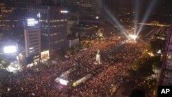 서울 광화문광장에서 5일 박근혜 대통령 퇴진을 요구하는 대규모 촛불집회가 열렸다.