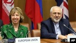 캐서린 애슈턴 유럽연합 외교안보 고위대표(왼쪽)과 자바드 자리프 이란 외무장관(오른쪽)이 8일 오스트리아 빈에서 열린 핵 협상에 참석했다.