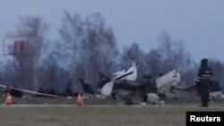 Обломки пассажирского самолета Boeing 737, потерпевшего катасрофу в аэропорту Казани. Россия. 18 ноября 2013 г.