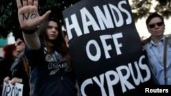 塞浦路斯市民抗議徵收存款利息稅