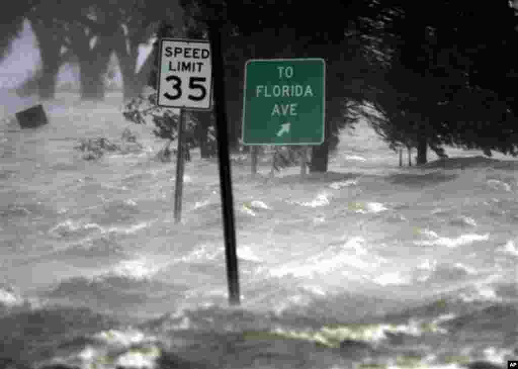 اگست 2005ء کو آنے والے طوفان بادو باراں سے نیو اورلینز کا 80 فیصد علاقہ پانی میں ڈوب گیا تھا۔