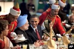 奥巴马总统和印度总理辛格2010年11月参加印度国宴