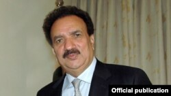 پاکستان کے سابق وزیر داخلہ رحمان ملک (فائل فوٹو)