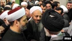 دیدار مولوی عبدالحمید (وسط) با آیت الله علی خامنه ای (راست)