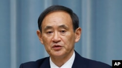 Chánh văn phòng nội các Nhật Yoshihide Suga nói rằng các chế tài mới sẽ siết chặt những sự hạn chế đối với việc xuất khẩu vũ khí sang Nga.