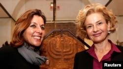 梵蒂冈博物馆馆长(左)和罗马的犹太博物馆负责人在2月20日的新闻发布会上