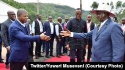 (D ti G) Président Yoweri Museveni ya Ouganda, Paul Kagame ya Rwanda, Joao Lourenco ya Nagola na Félix Tshisekedi ya RDC na Ktauna/Gatuna na ndelo kati na Rwanda na Ouganda, le 21 février 2020. (Twitter/Yuweri Museveni)