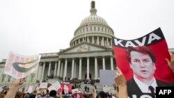 Manifestantes contra a confirmação de Brett Kavanaugh protestaram em frente ao Tribunal Supremo. Sábado, 6 de Outubro, 2018