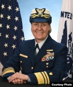 린다 페이건 미국 해안경비대 태평양 지역 사령관.