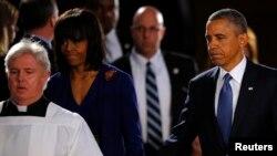 18일 미국 보스턴에서 열린 테러 희생자 추모식에 참석한 바락 오바마 미국 대통령(오른쪽)과 부인 미셸 오바마 여사.