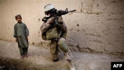 Binh sĩ Hoa Kỳ tuần tra ở Sangin, phía nam thủ đô Kabul, Afghanistan