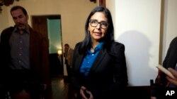 Venezuela llamó a consultas a encargado de negocios en Washington, según la canciller de Venezuela, Delcy Rodríguez.
