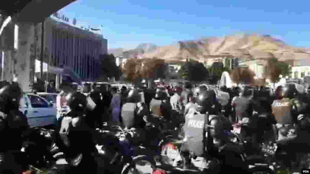 تصاویر مربوط به اعترضات در شهرهای مختلف ایران _ سنندج