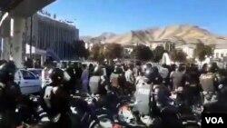 تصاویر مربوط به اعتراضات به گرانی بنزین در شهرهای مختلف ایران - سنندج