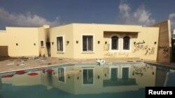 ພາບຂ້າງນອກຂອງສະຖານກົງສຸນສະຫະລັດ ທີ່ເມືອງ Benghazi ທີ່ຖືກໂຈມຕີໃນວັນທີ 11 ເດືອນກັນຍາ 2012.