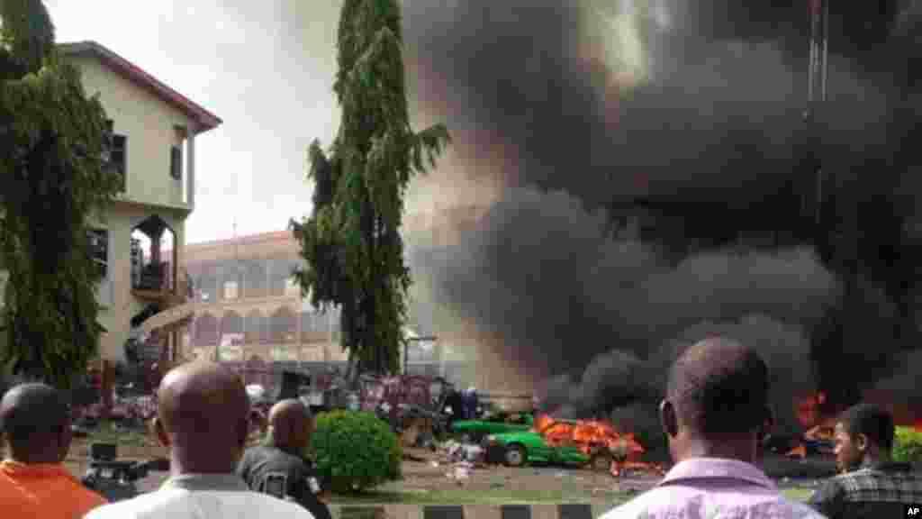 Fashewar bom a Banex Plaza a Abuja 26, ga Yuni 2014.