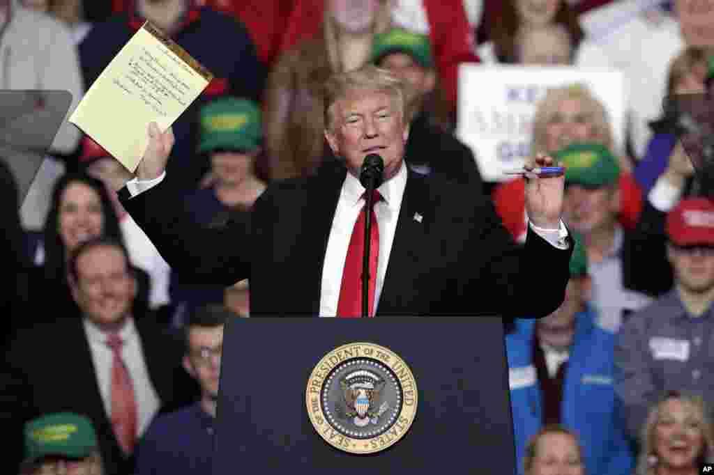 سخنرانی پرزیدنت ترامپ در ایالت ایندیانا در کمپین حمایت از نامزدان حزب جمهوریخواه در انتخابات میان دوره ای کنگره آمریکا