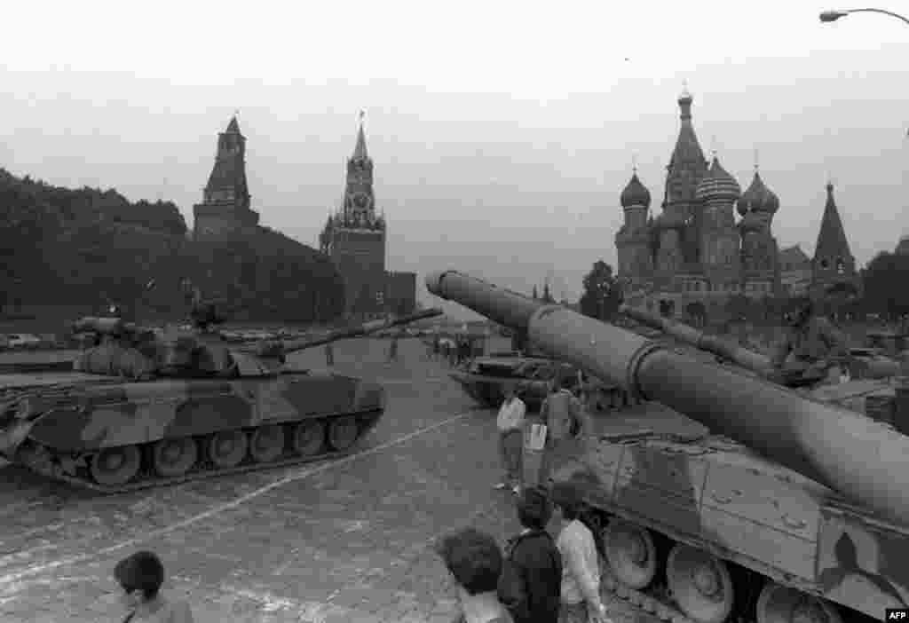 Танки у стен Кремля