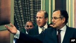 Ngoại trưởng Ai cập Nabil Fahmy (phải) và Ngoại trưởng Nga Sergei Lavrov sau cuộc họp ở Cairo, Ai cập, 14/11/13