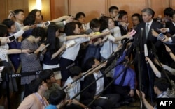 FILE – Then-U.S. State Department's Special Representative for North Korea Policy Sung Kim, right, answers reporters' questions after a meeting about North Korea with envoys from South Korea and Japan, May 27, 2015.