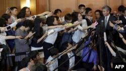 美國對北韓政策特別代表金聖鎔星期三在首爾回答記者提問。