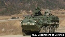 미 육군 소속 스트라이커 장갑차 부대가 한국 포천시 로드리게스 훈련장에서 실사격 훈련에 참가했다.