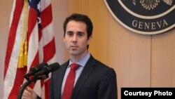 Phó Trợ lý Ngoại trưởng phụ trách Dân chủ - Nhân quyền - Lao động Daniel Baer.