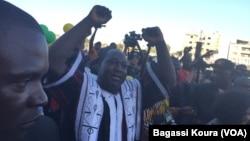 Le candidat Zéphirin Diabré, de l'Union pour le Progrès et le Changement (UPC), un des deux favoris de la présidentielle du 29 novembre, à la fin d'un meeting à Ouagadougou, 25 novembre 2015. (VOA/ Bagassi Koura)