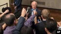 기자회견하는 벳쇼 고로 유엔 주재 일본 대사 (자료 사진)