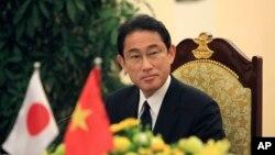 Ngoại trưởng Nhật Bản Fumio Kishida trong cuộc họp báo sau khi gặp Bộ trưởng Ngoại giao Việt Nam Phạm Bình Minh tại Hà Nội ngày 6/5/2016.