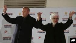 Реджеп Таїп Ердоган з дружиною