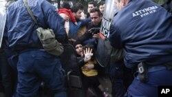 Izbeglice na granici Makedonije