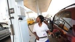 پلیس نیجریه تظاهرات معترضین به خذف یارانه بنزین را بر هم می زند