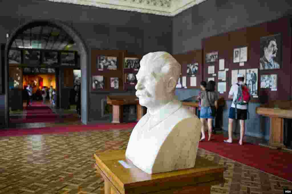 Stalinin büstü muzeydə