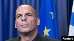 រដ្ឋមន្រ្តីហិរញ្ញវត្ថុក្រិក Yanis Varoufakis ធ្វើសន្និសីទកាសែតមួយកំឡុងពេលកិច្ចប្រជុំរដ្ឋមន្រ្តីតំបន់ប្រើប្រាស់ប្រាក់អឺរ៉ូ នៅក្នុងក្រុងព្រុចសែល ប្រទេសបែលហ្ស៊ិក កាលពីថ្ងៃទី២៧ ខែមិថុនា ឆ្នាំ២០១៥។