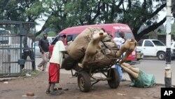 Ubukene ni bwo buteye impungenge abanyazimbabwe benshi.