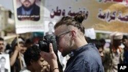 Nhà báo Mỹ Luke Somers bị al-Qaida bắt cóc hơn một năm trước đây, đã bị những kẻ bắt giữ giết chết trong khi cuộc giải cứu diễn ra