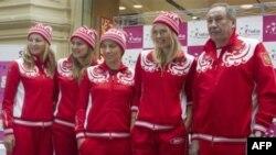 (Слева-направо) Екатерина Макарова, Надежда петрова, Светлана Кузнецова, Мария Шарапова и Шамиль Тарпищев