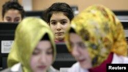 Học sinh Thổ Nhĩ Kỳ trong một lớp học vi tính tại một trưởng tôn giáo ở Istanbul