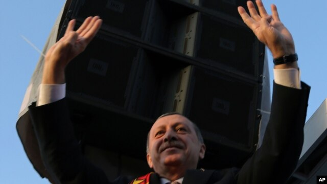 Turkish Prime Minister Recep Tayyip Erdogan salutes as he addresses a rally of his Justice and Development Party in Malatya, March 6, 2014.