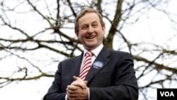 Pemimpin dari Partai Fine Gael dan calon Perdana Menteri baru Irlandia, Enda Kenny.