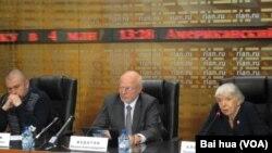 俄新社举办的一场有人权人士参加的新闻会。(美国之音白桦拍摄)