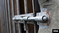 El hacinamiento de las cárceles, sumado a su infraestructura deteriorada, pone en riesgo al 80 por ciento de la población carcelaria del país de sufrir un incendio similar al de la cárcel de Rocha.