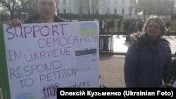 Перед Білим домом вимагали санкцій проти Януковича. ФОТО