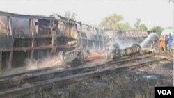 မႏၱေလး - ျမစ္ႀကီးနား ကုန္တင္ ဆီတဲြရထား စစ္ကိုင္းတုိင္း ကန္႔ဘလူၿမိဳ႕နယ္အနီး လမ္းေခ်ာ္ တိမ္းေမွာက္ခဲ့စဥ္။ (ႏို၀င္ဘာလ ၉ ရက္၊ ၂၀၁၂)။