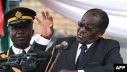 Tổng thống Zimbabué Robert Mugabe (ảnh tư liệu, ngày 19 tháng 4, 2011)